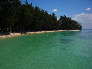 マヌカン島に上陸