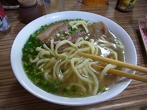 昼食は「沖縄そば」