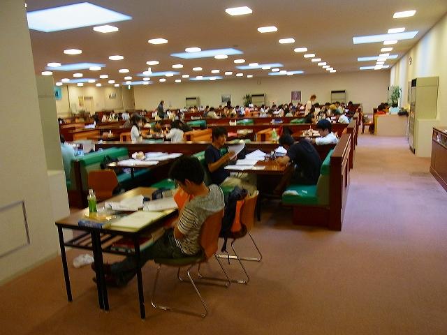 横浜薬科大学を訪問