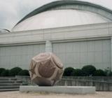 「正十二面体の中のカブトガ二」野外彫刻イメージ