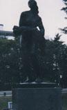 「嵐の中の母子像」野外彫刻イメージ