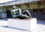 「横たわる母と子」野外彫刻イメージ